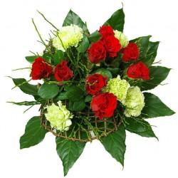 Kytica ruží a karafiátov